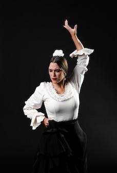 Médio, tiro, mulher, dançar, flamenco