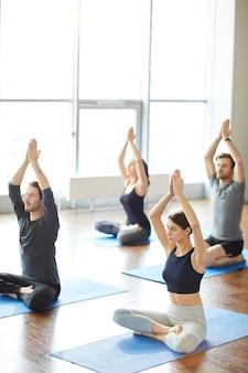 Meditação do sol na aula de yoga