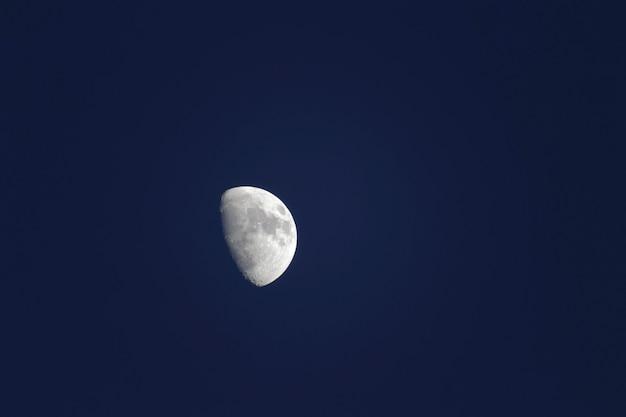 Meia lua sobre brighton