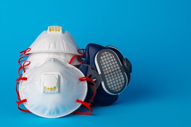 Meia máscara respiratória com máscara protetora médica. conceito de proteção à saúde