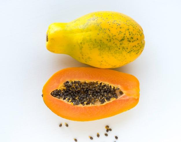 Meia papaia e uma papaia completa