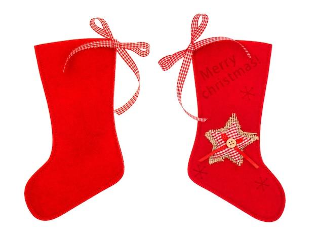 Meia vermelha de natal para presentes isolada no fundo branco