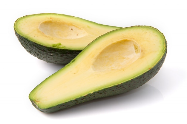 Meio abacate cortado