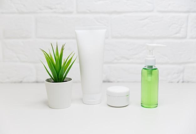 Meios para frascos para o rosto e frascos de tônico, água de limpeza, creme