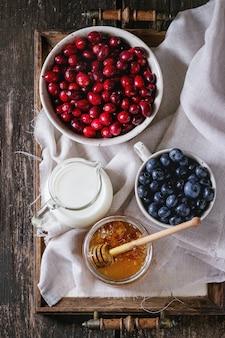 Mel, leite e frutas