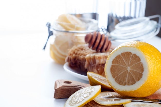 Mel, limão e gengibre tônico