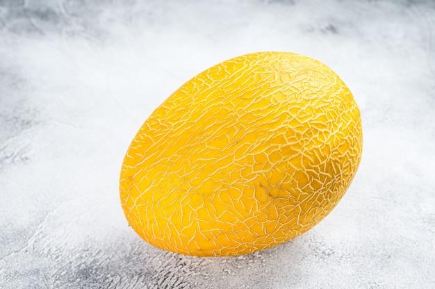 Melão maduro amarelo inteiro