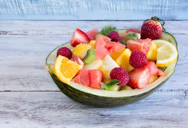 Melão recheado com frutas mistas