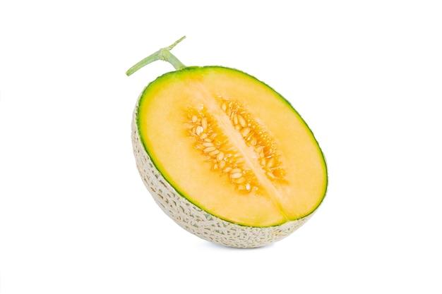 Melão verde doce fresco sobre fundo branco