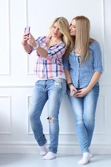 Melhores amigas com telefone