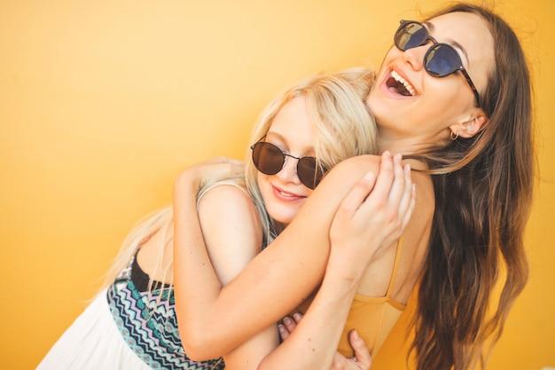 Melhores amigas felizes