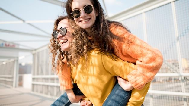 Melhores amigas para sempre a passar tempo juntos