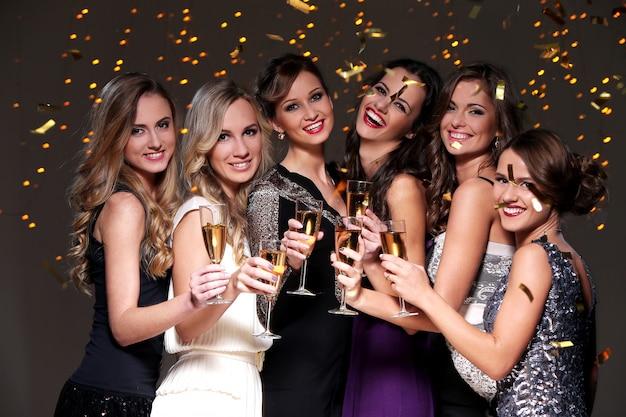 Melhores amigas para uma festa de ano novo