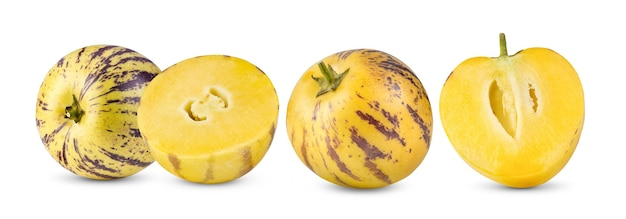 Melões pepino isolados em uma superfície branca Foto Premium