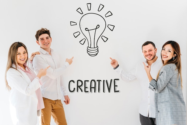 Membros da equipe com ícone criativo