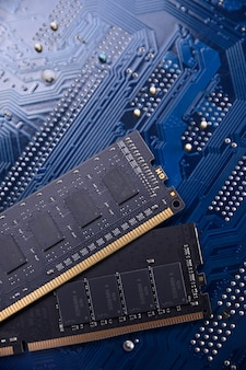 Memória de computador ram na placa-mãe. fechar-se. sistema, memória principal, memória de acesso aleatório, onboard, detalhes do computador. os componentes do computador . ddr3. ddr4. ddr5