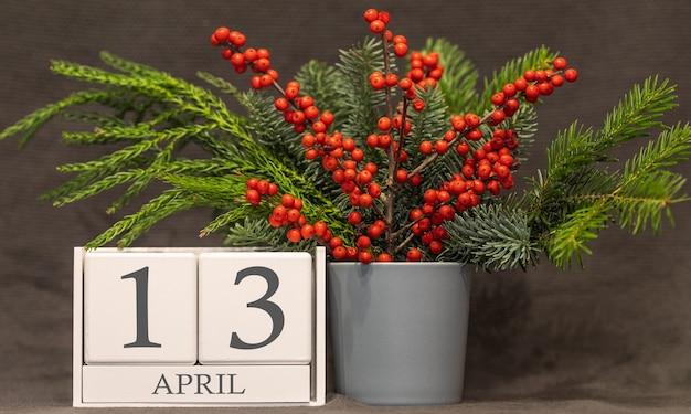 Memória e data importante 13 de abril, calendário de mesa - estação da primavera.