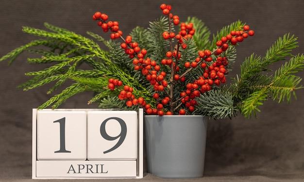 Memória e data importante 19 de abril, calendário de mesa - estação da primavera.