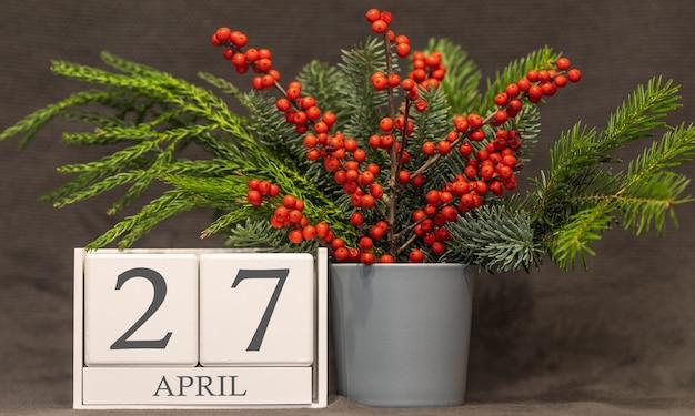 Memória e data importante 27 de abril, calendário de mesa - estação da primavera.