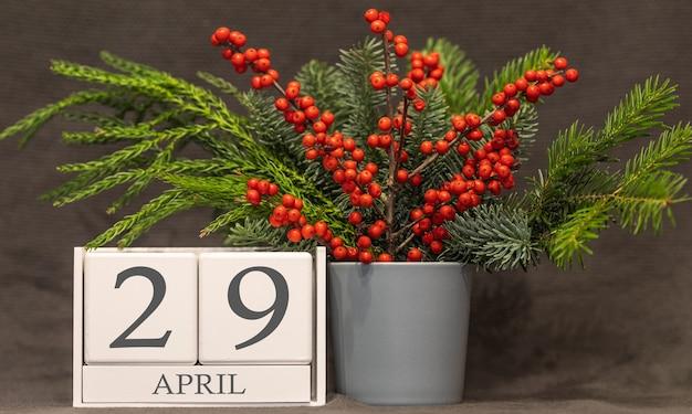 Memória e data importante 29 de abril, calendário de mesa - estação da primavera.