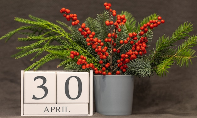 Memória e data importante 30 de abril, calendário de mesa - estação da primavera.