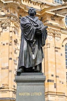 Memorial de martinho lutero perto de frauenkirche dresden