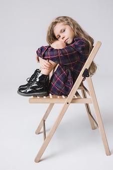 Menina à moda jovem adolescente