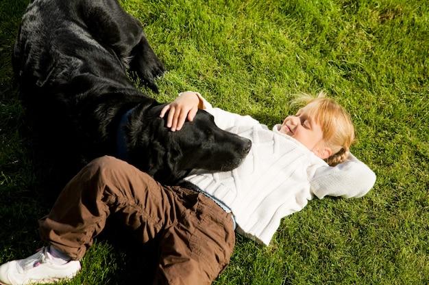 Menina, acariciar, cão