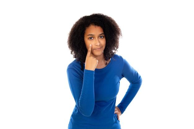 Menina adolescente com suéter azul isolado
