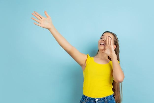 Menina adolescente gritando