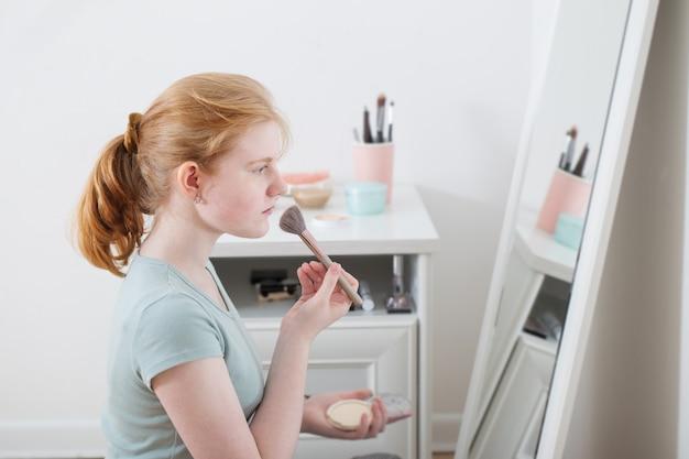 Menina adolescente, pós, dela, rosto