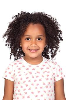 Menina africana adorável com penteado bonito isolado sobre o branco