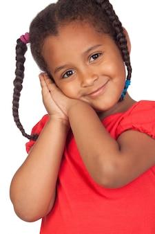 Menina africana adorável isolada em um fundo branco excedente