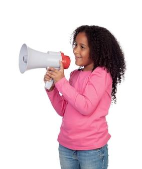 Menina africana com um megafone