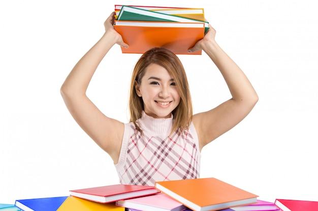 Menina asiática bonita do estudante que guarda livros