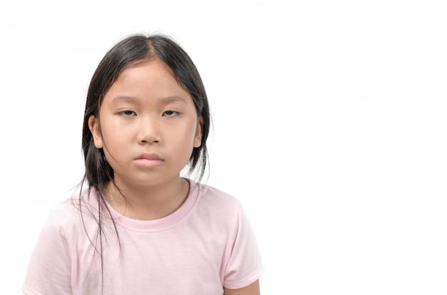 Menina asiática entediada isolada no branco