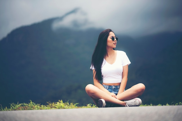 Menina asiática, localização ao ar livre