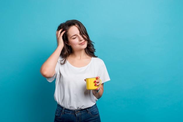 Menina, bebendo, café