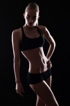 Menina bonita com corpo sexy