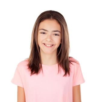 Menina bonita do preteenager com t-shirt cor-de-rosa