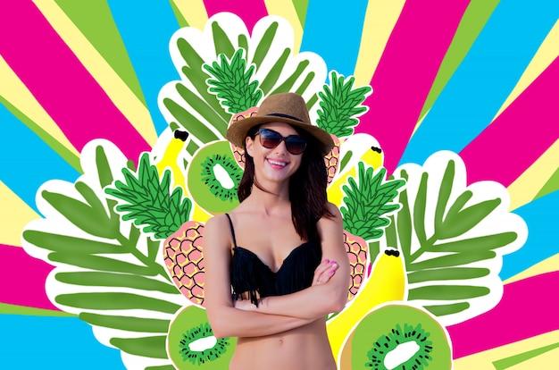 Menina bonita em óculos de sol, chapéu, biquíni preto
