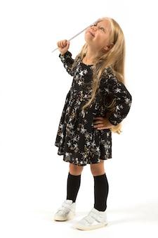 Menina bonita em traje mágico