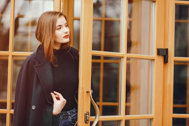 Menina bonita na cidade