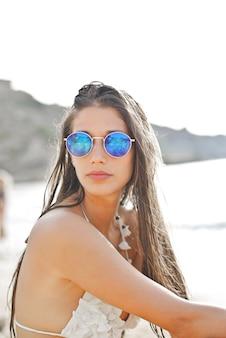 Menina bonita na praia