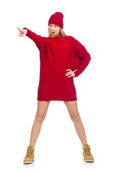 Menina bonita no vestido vermelho isolado no branco