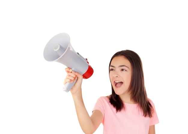 Menina bonita preteenager com um megafone
