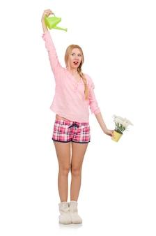 Menina bonita regar as flores isoladas em branco