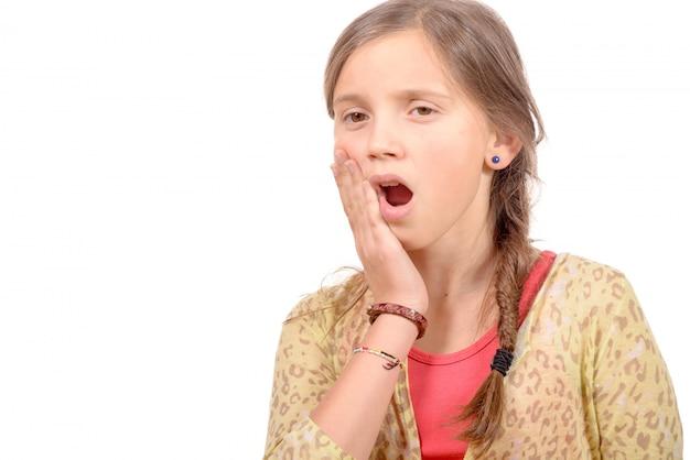 Menina bonitinha com dor de dente
