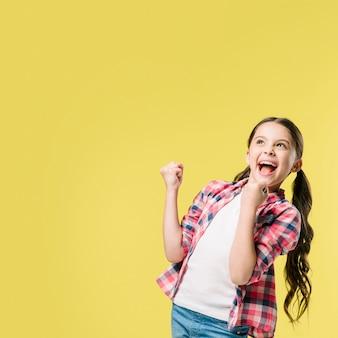 Menina, celebrando, ganhar, em, estúdio