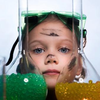 Menina close-up com tubos